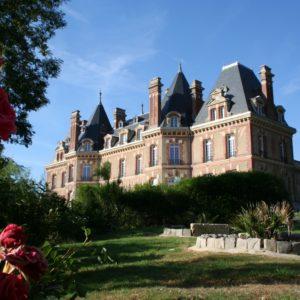 extérieur du château des boulard en fleur